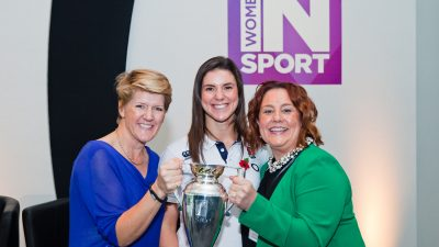 Clare Balding, Sarah Hunter & Ruth Holdaway with the Rugby World Cup trophy